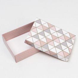 Коробка подарочная Треугольники, 21 х 15 х 5 см 6895517